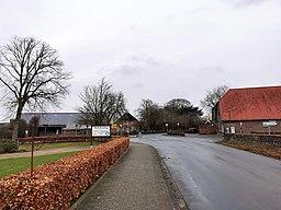 Zentrale Kreuzung Wilhelmshavener Straße/Rahlinger Straße in Jeringhave, Ortsteil von Varel, Friesland