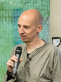 Joachim Scharloth diskutiert mit den Teilnehmer-innen über Hackerethik (27595608350) (cropped).jpg