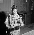 Joodse jongen met keppeltje op een gebedsmantel om treft voorbereidingen voor he, Bestanddeelnr 255-4695.jpg