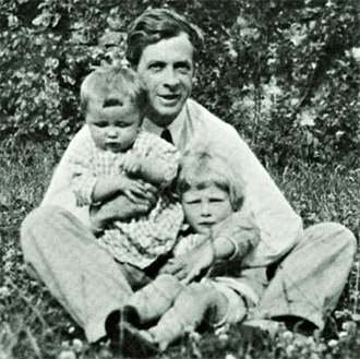 Julian Huxley - Huxley with his two sons, Anthony and Francis.