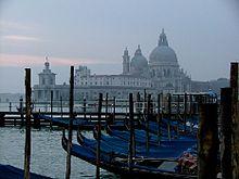 Photographie typique de Venise avec ses gondoles