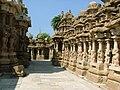 Kanchi Kailasanathar Inner court.jpg