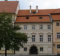 Kanovnický dům U Černého orla, Praha 1, Hradčanské náměstí 13.JPG