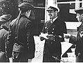 Kapitan Herbert Nau podczas wręczania Krzyża Żelaznego marynarzom swoich okrętów (2-2606).jpg