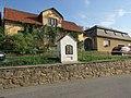 Kaplička v Červené Řečici u silnice do Milotiček (Q67180652) 02.jpg