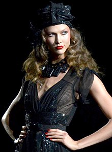Karlie Kloss at Anna Sui (cropped).jpg