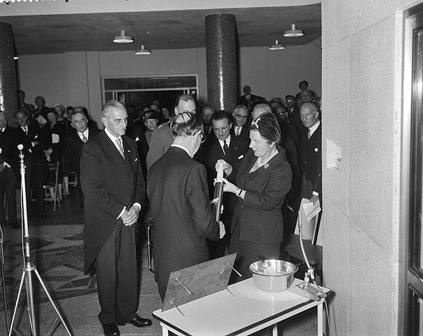 file:koningin juliana opent het rode kruis ziekenhuis in den haag