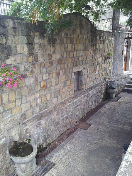 File:L'antico abbeveratoio di Santa Domenica Vittoria.jpg