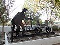La Encina. Monumento a los ferroviarios.JPG