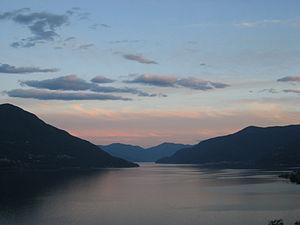 Abendrot über dem Lago Maggiore (Tessin, Schwe...