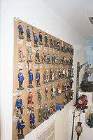 Large set of toy railroad figures (26503280294).jpg