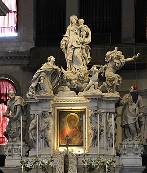 Santa Maria della Salute - High Altar with the holy icon of Panagia Mesopantitisa