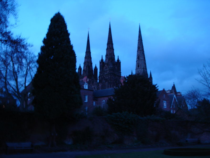 File:Lichfield Cathedral at night.JPG