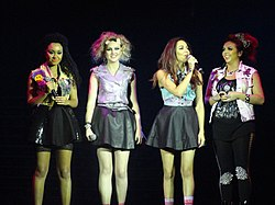 Le Little Mix durante l'X Factor Tour nel 2012