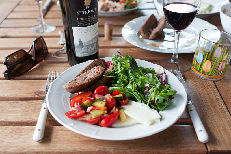 File:Lunch and wine.jpg