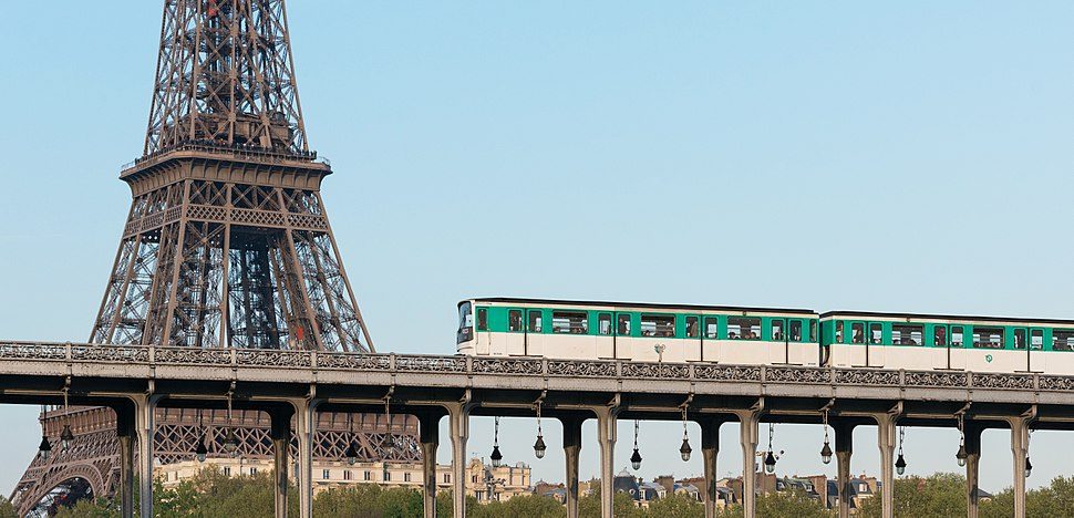 Métro Ligne 6 crossing the Pont de Bir-Hakeim, Paris 10 April 2014