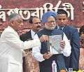 "Manmohan Singh releasing a publication ""Jadughar"", on the occasion of the Bi-centenary celebrations of Indian Museum, in Kolkata on February 02, 2014. The Governor of West Bengal, Shri M.K. Narayanan is also seen.jpg"
