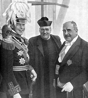 Manuel II of Portugal - Manuel II with the Civil Governor of Porto on the King's national trip in 1908.