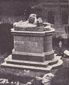 Maria Terezia szobor ledontes kep.png