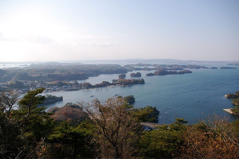 http://upload.wikimedia.org/wikipedia/commons/thumb/8/8a/Matsushima_otakamori08Dec07.jpg/800px-Matsushima_otakamori08Dec07.jpg