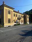 Mezzenile scuole e ufficio postale.jpg