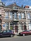 foto van Herenhuis, volgens gedenkplateau gebouwd in eclectische stijl