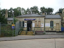Mill Hill East stn building.JPG