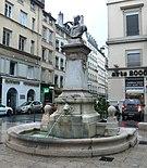 monument fontaine à Jean-Pierre Pléney