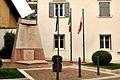 Monumento ai Caduti militari e civili di Calliano (TN).jpg