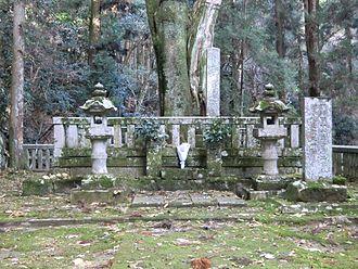 Mōri Motonari - Mōri Motonari's tomb, near the ruins of Yoshida-Kōriyama Castle