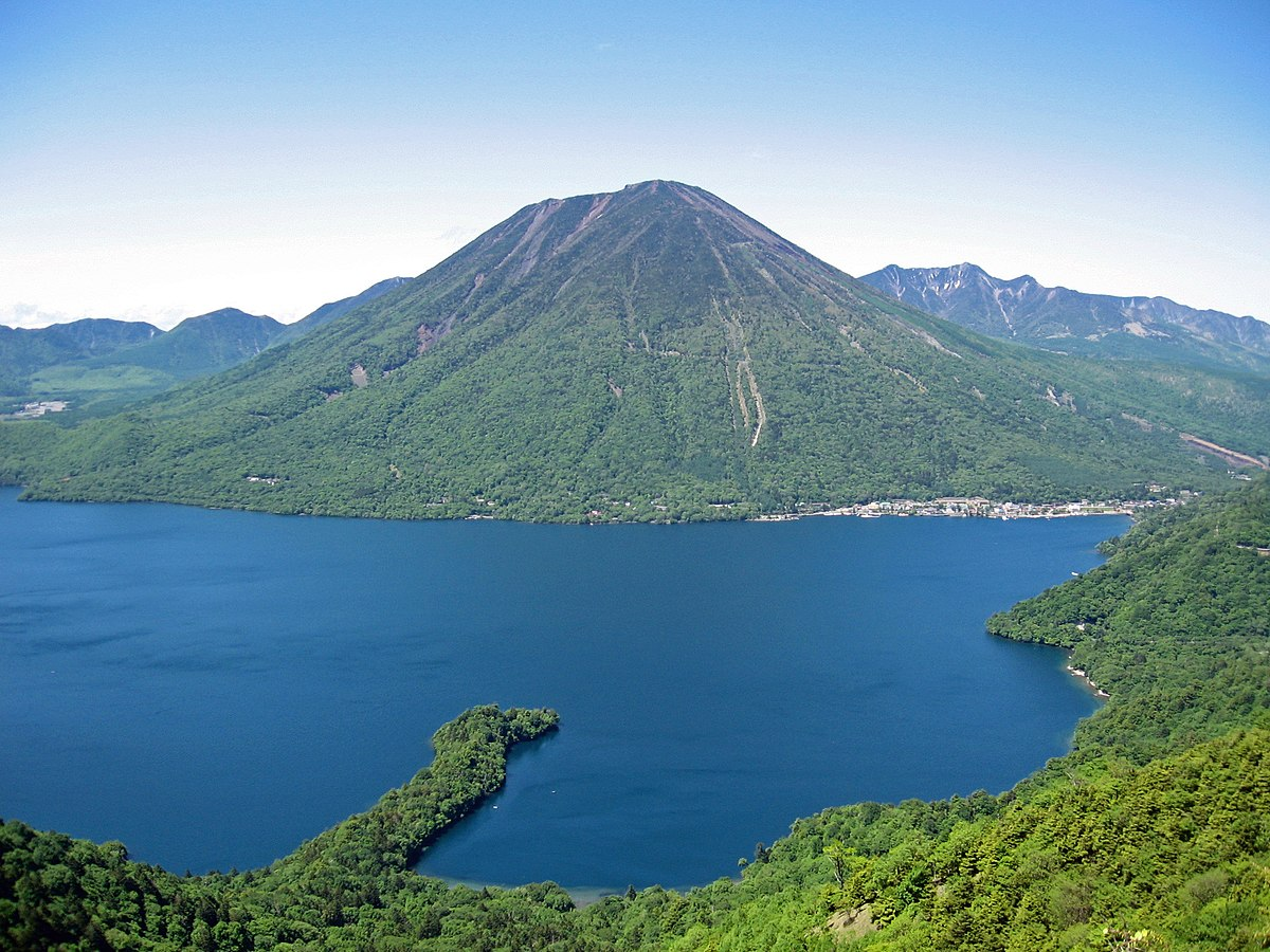 Mount nantai and lake chuzenji.jpg