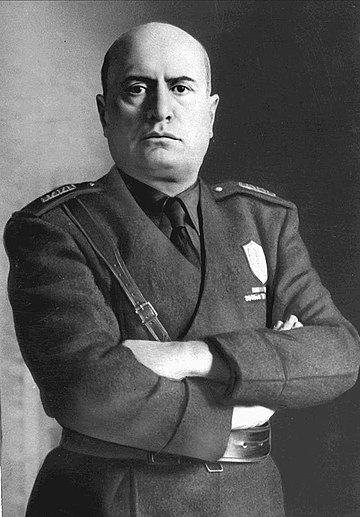 Mussolini in an official portrait Mussolini mezzobusto.jpg
