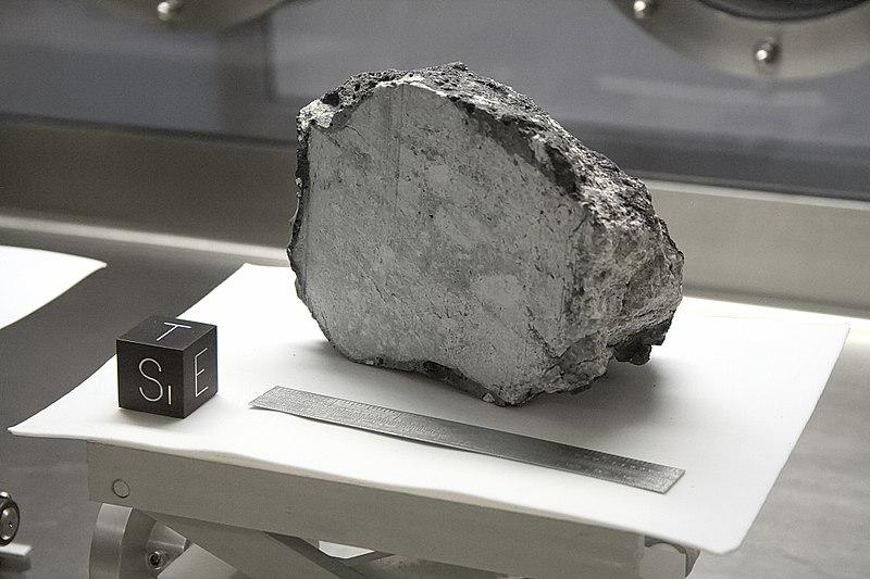 NASA Lunar Sample 60015.jpg
