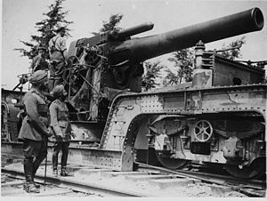 Bhupinder Singh of Patiala - Inspecting a BL 12-inch Railway Howitzer in France, August 1918