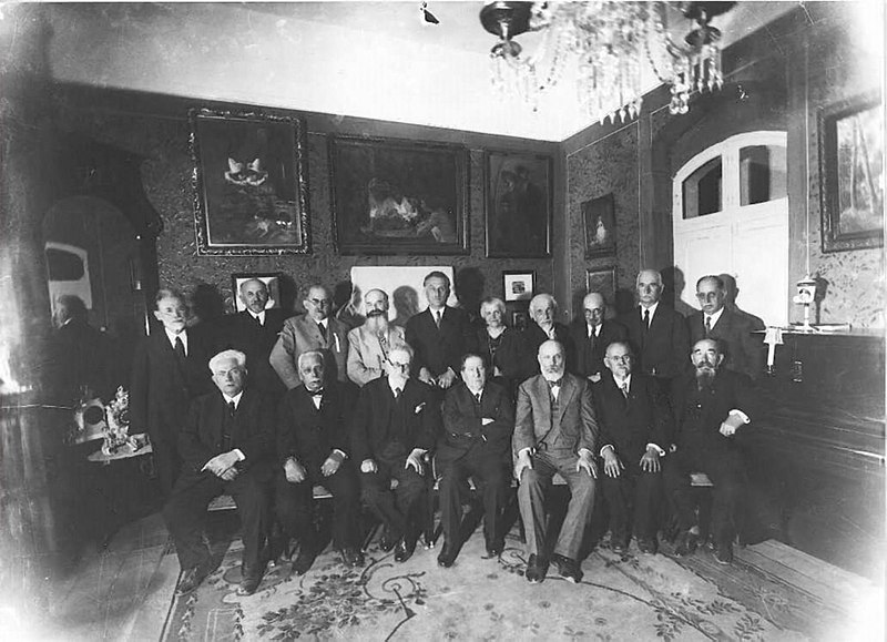 File:Nahum Sokolow with the participants of the first World Zionist Congress at Heschel Farbstein's house in Jerusalem I.jpg