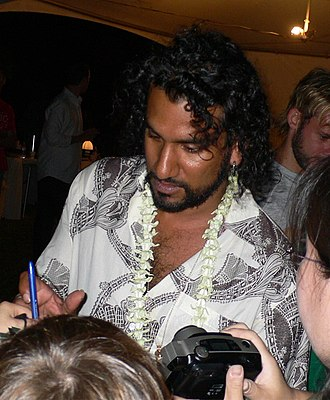 Naveen Andrews - Naveen Andrews signing autographs (2009)