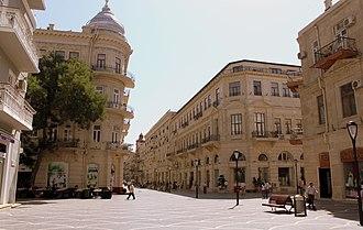 Fountains Square, Baku - Image: Nizami street in Baku, 2010