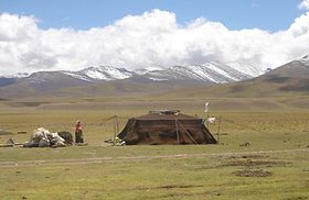 A contemporary Tibetan nomadic tent near Namtso lake. & Nomadic tents - Wikipedia