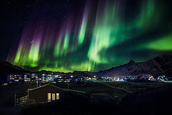 Northern lights in Greenland (14990374447).jpg