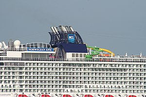 Norwegian Epic - Image: Norwegian Epic water chute 2