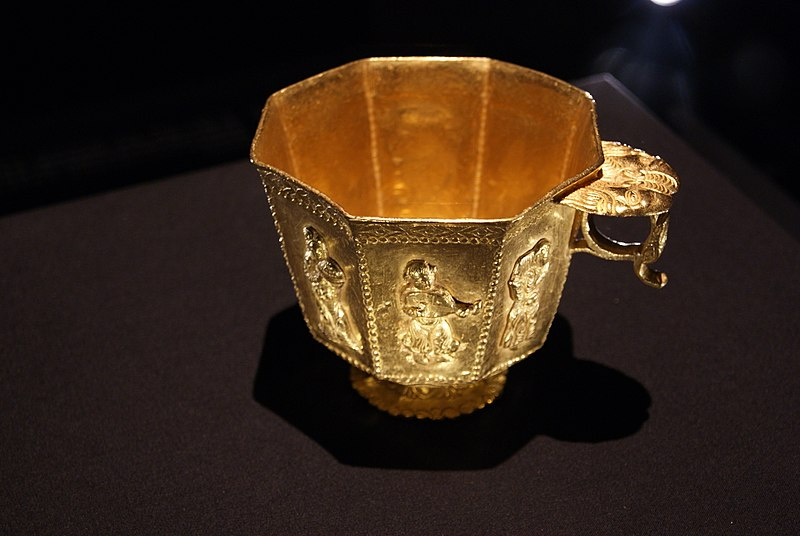 File:Octagonal footed gold cup from the Belitung shipwreck, ArtScience Museum, Singapore - 20110618-01.jpg