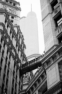Old .vs New Skyscrapers Chicago Trump Tower.jpg