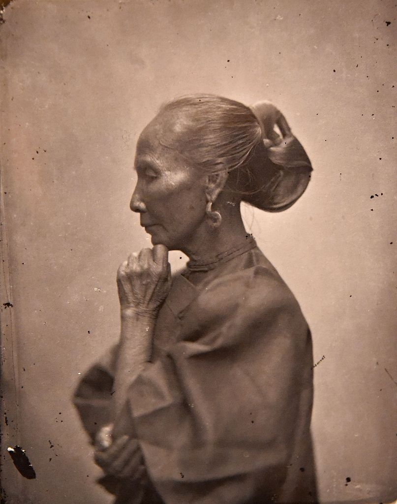 Fileold Chinese Woman With Elaborate Hair Style John Thomson