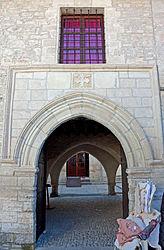 Omodos archway 2010 2.jpg