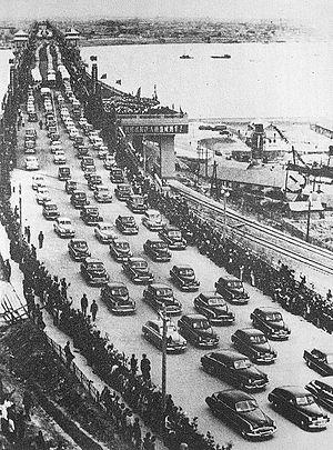 Bridges and tunnels across the Yangtze River - The opening of the Wuhan Yangtze River Bridge on October 15, 1957.