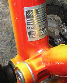 Bottom bracket and suspension linkage of a bright orange Klein Adept Comp