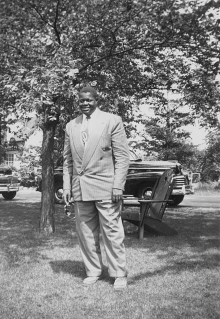 Oscar Peterson as a 20 year old, at the Hamilton Infirmary in 1945 Oscar Peterson Standing.jpg