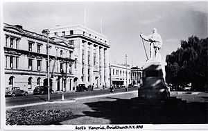 Public Trust Building, Christchurch - Oxford Terrace in the 1940s (from left): Clarendon Hotel, Public Trust Building, with the Scott Statue on the right