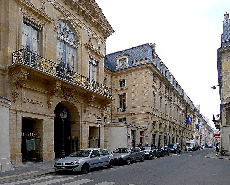 Fichier:P1000539 Paris I Rue de Valois reductwk.JPG