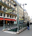 P1010010 Paris Ier Chatelet entrée du métro reductwk.jpg